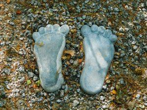footprints-220868_640